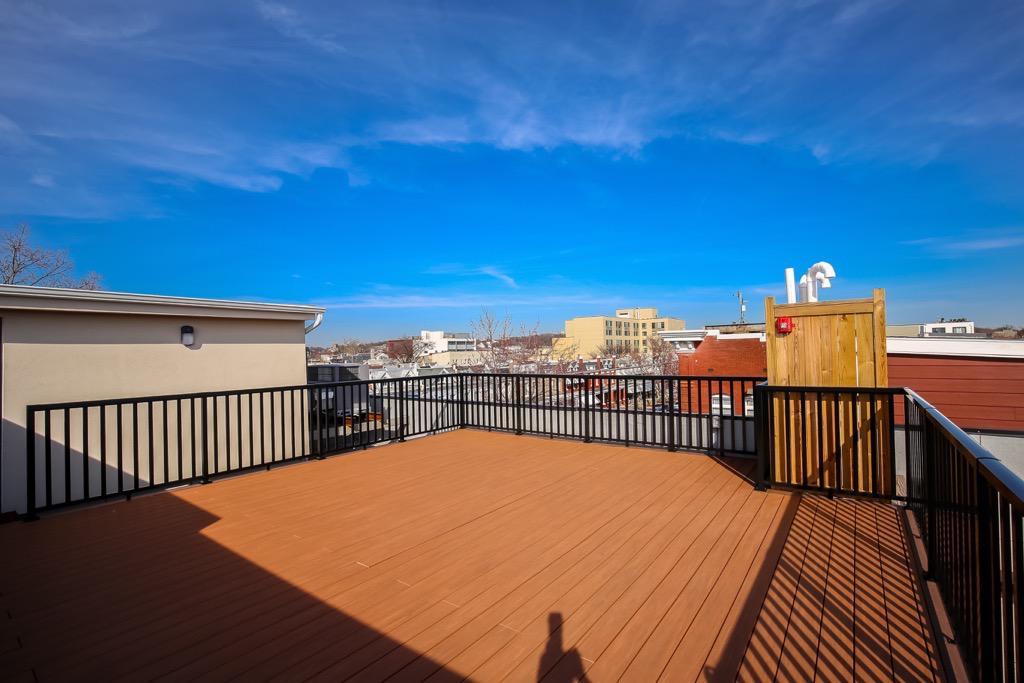 34- Shared Roof Top Deck.jpg