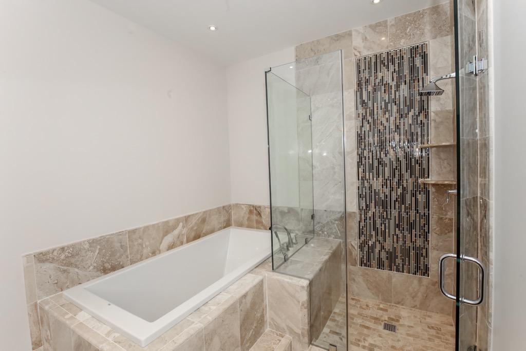 24-Master Bathroom - Unit 3.jpg
