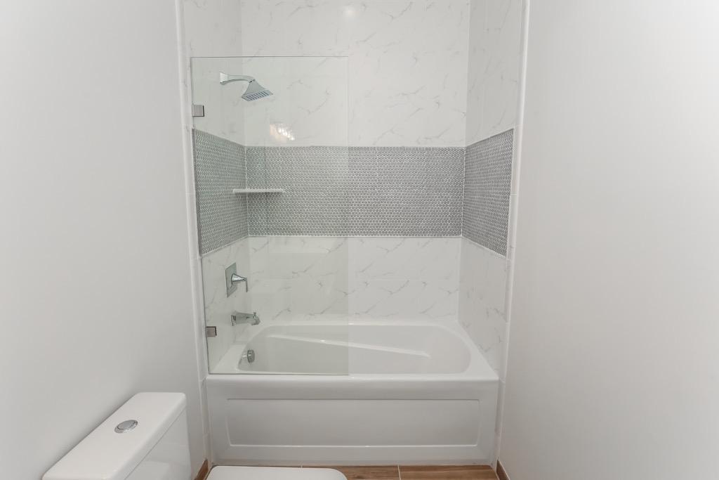 32-Bathroom # 2 - Unit 3.jpg