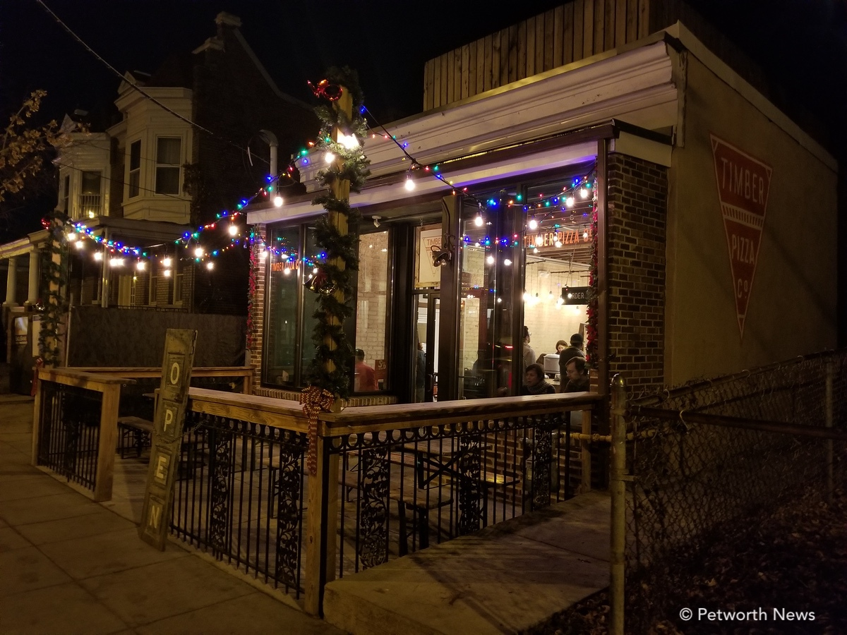 Timber Pizza adds some holiday pizzazz to its outdoor string lights