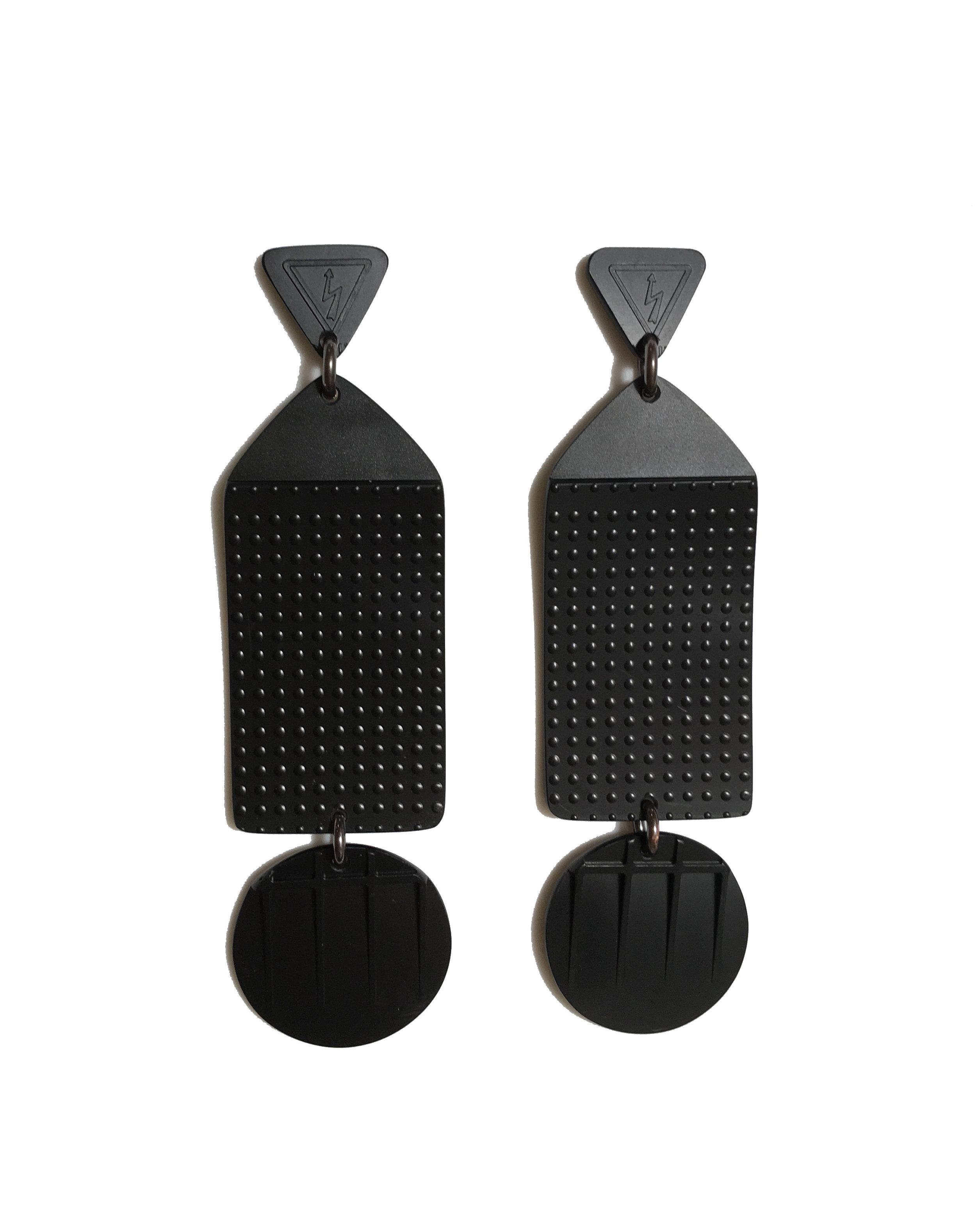 Black_Earrings_2.JPG