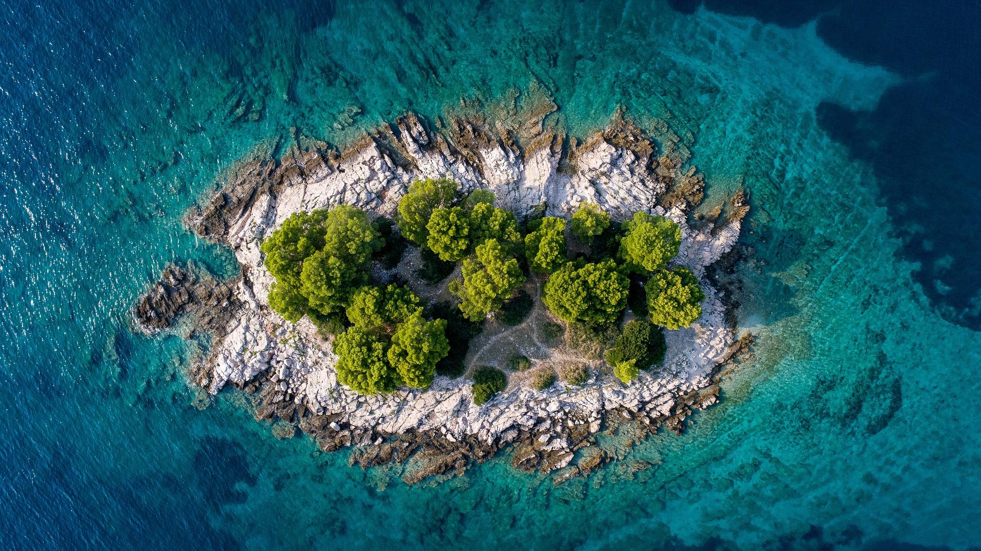 island-3647522_1920.jpg