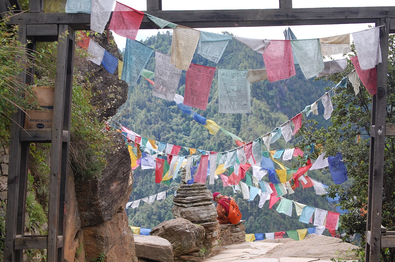 prayer-flags-3639585_1280.jpg