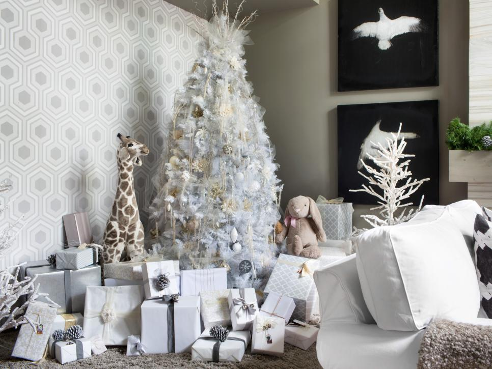 BPF_holiday-house_interior_all_white_christmas_tree_beauty_h.jpg.rend.hgtvcom.966.725.jpeg