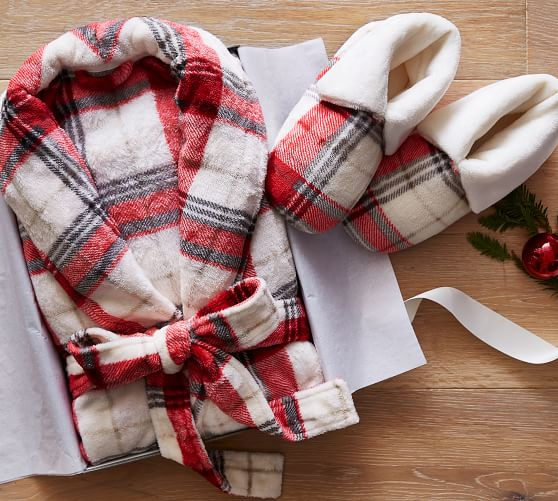 Soft Plaid Plush Robe - This über soft robe will make them curl up by the fire with a cup of hot cocoa! Add the slippers for ultimate brownie points.SPLURGE at $55! / STEAL for $25!