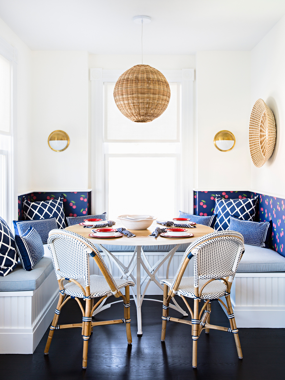 navy-and-white-breakfast-nook