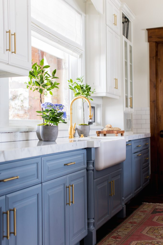 blue-kitchen-cabinets-white-farmsink