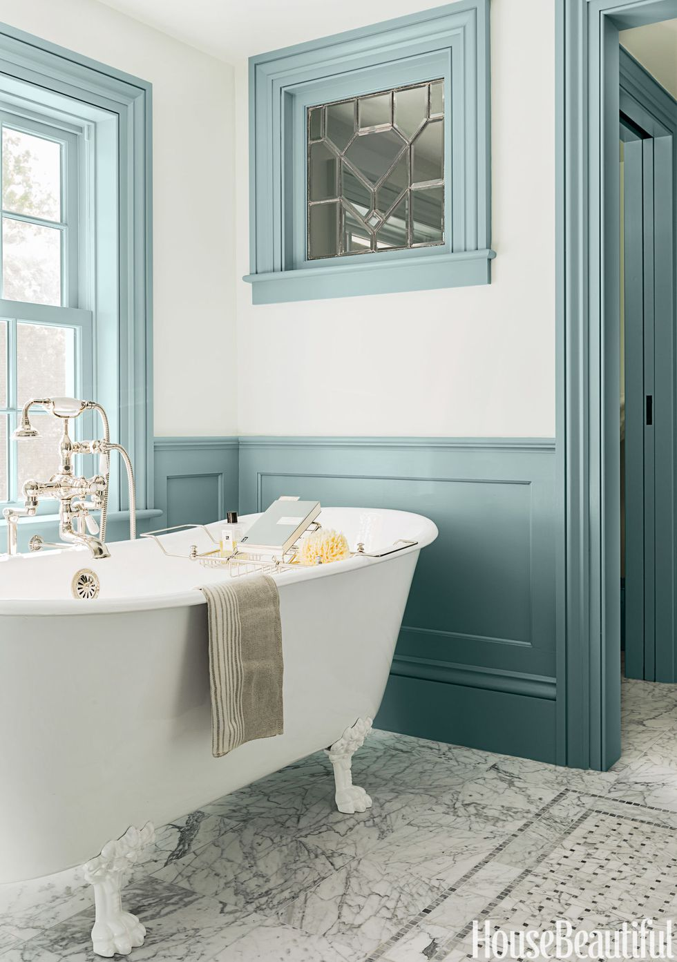 colorful-teal-trim-bathroom