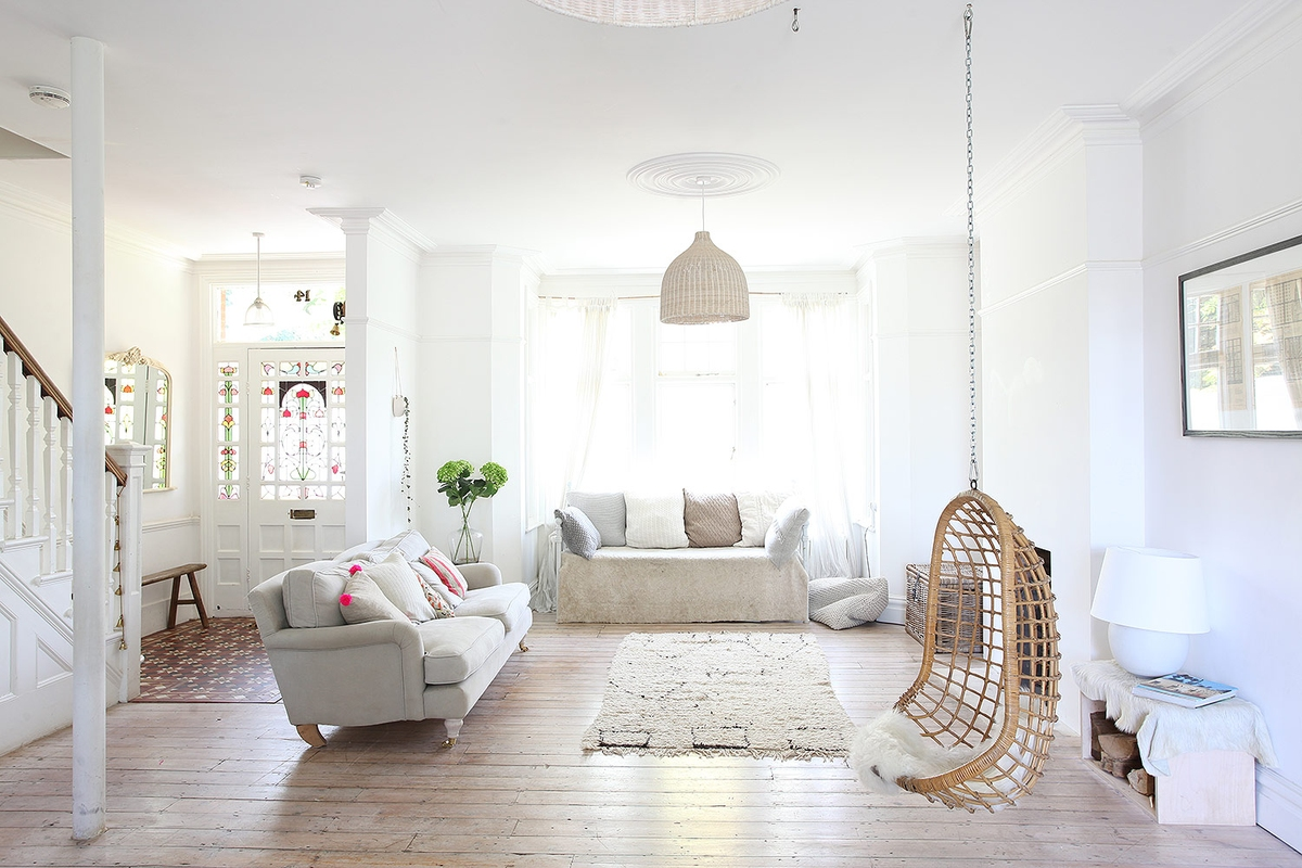 ceiling-medallion-all-white-living-room