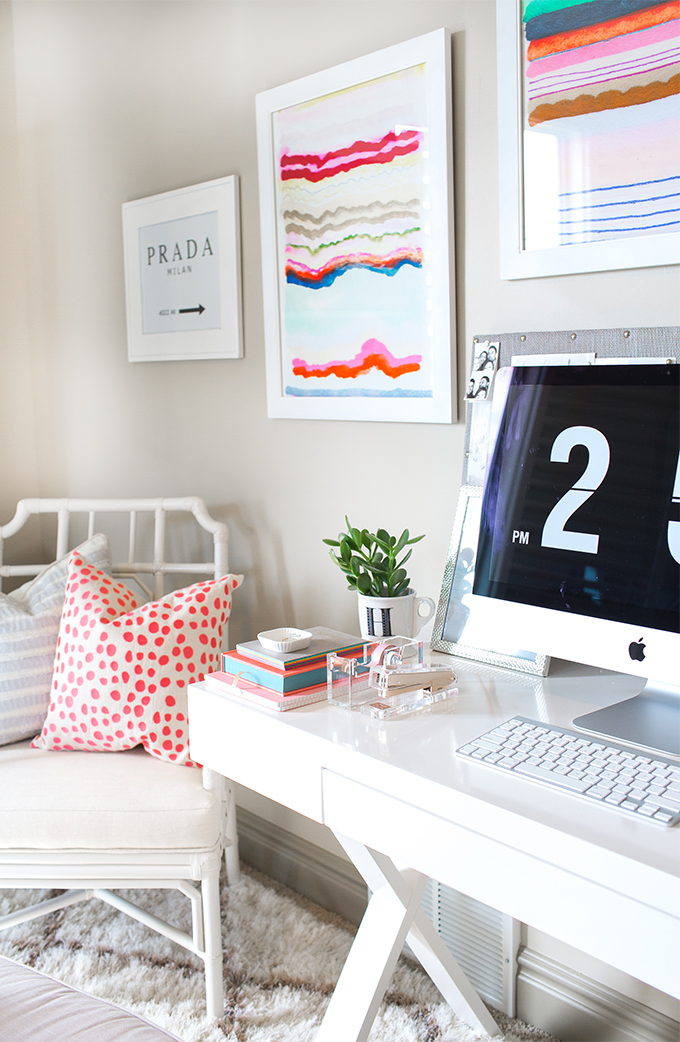 Fashion-blogger-feminine-home-office