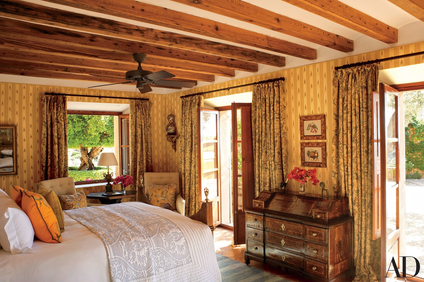 timber-frame-beams-bedroom