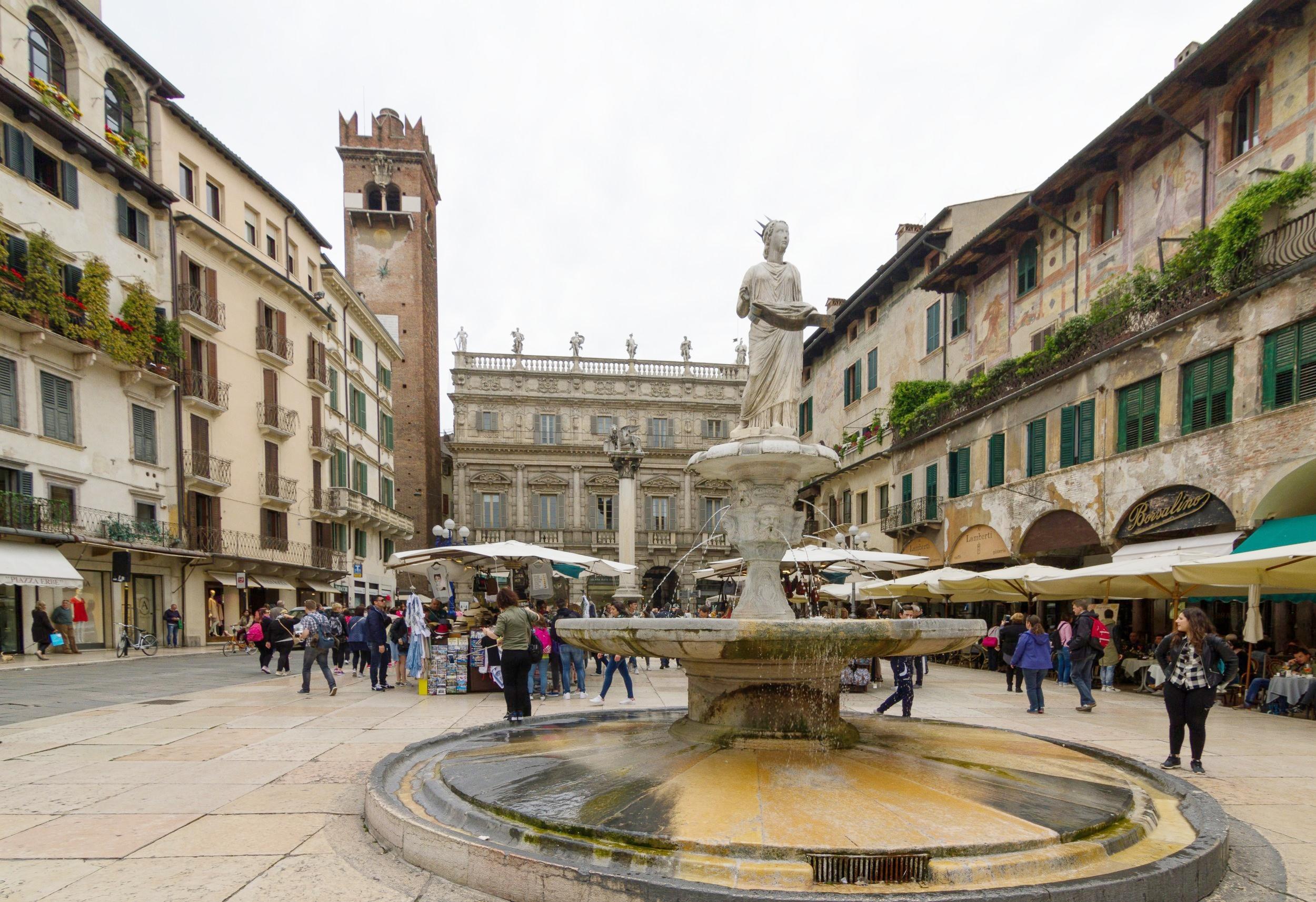 Piazza_delle_Erbe_Verona.jpg