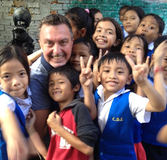 Ian with Beungkak kids, 1, cropped.JPG