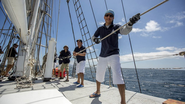 80_745_420_maryanne_galapagos_sailing_yacht_crew_ropes_crp.jpg