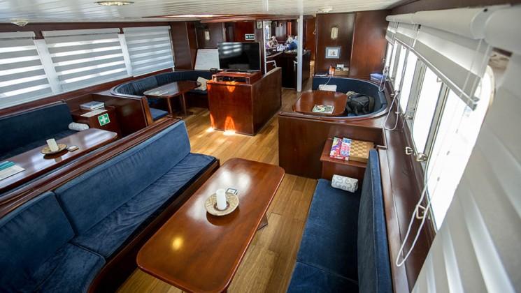 80_745_420_maryanne_galapagos_sailing_yacht_lounge_2_crp.jpg