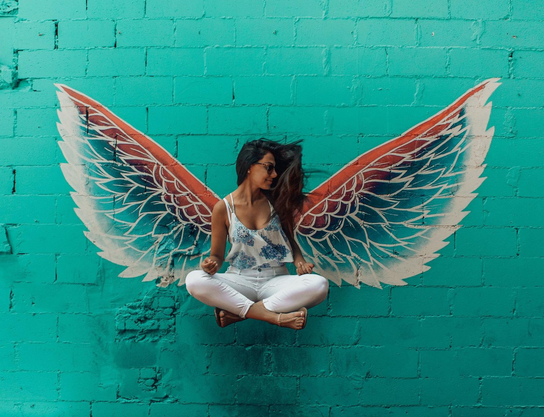 Zeit für Flügel. Bild: designecologist / Unsplash
