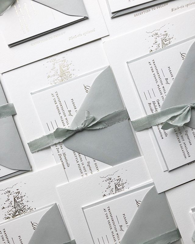 A misty sage envelope and silk ribbon paired with soft white white and champagne foil. This couple's color palette is the stuff of dreams. 💫 Swipe for the shine. #weddinginvites #wedding #calligrapher #weddingcalligrapher #fineartwedding #engaged #risingtidesociety #pointedpen #pointedpencalligraphy #wedding #weddinginvitation #fineart #bride #moderncalligraphy #flourishforum #pursuepretty #weddinginspo #wip #realbride #foil #champagnefoil