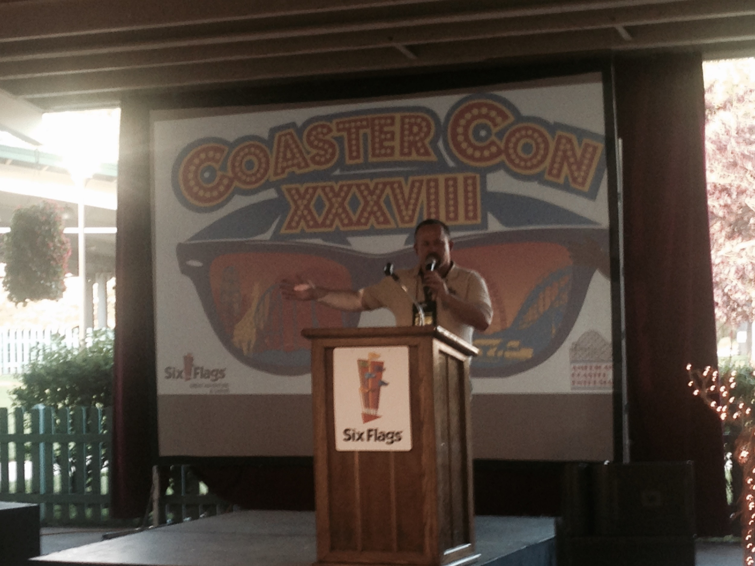 ACE President Jerry Willard welcomes the Con attendees at Six Flags Great Adventure