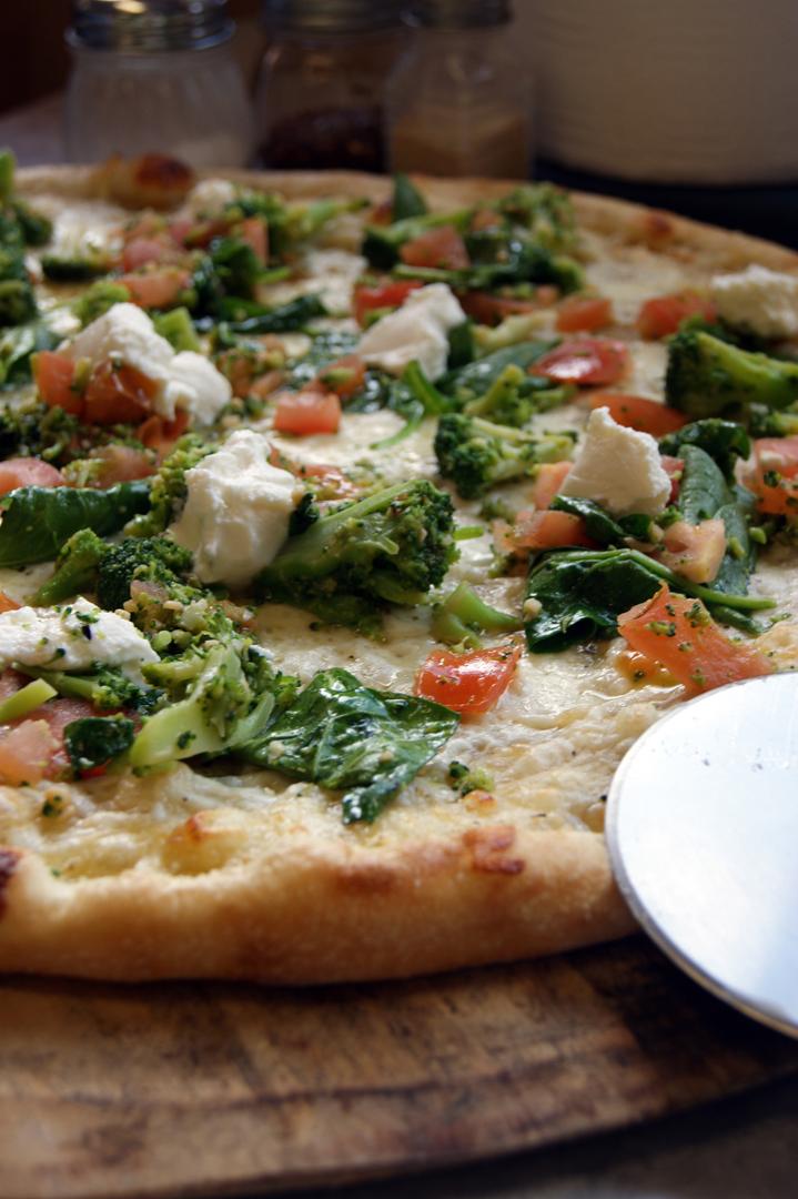 SmVeggieWholePizza01DSC06384.jpg