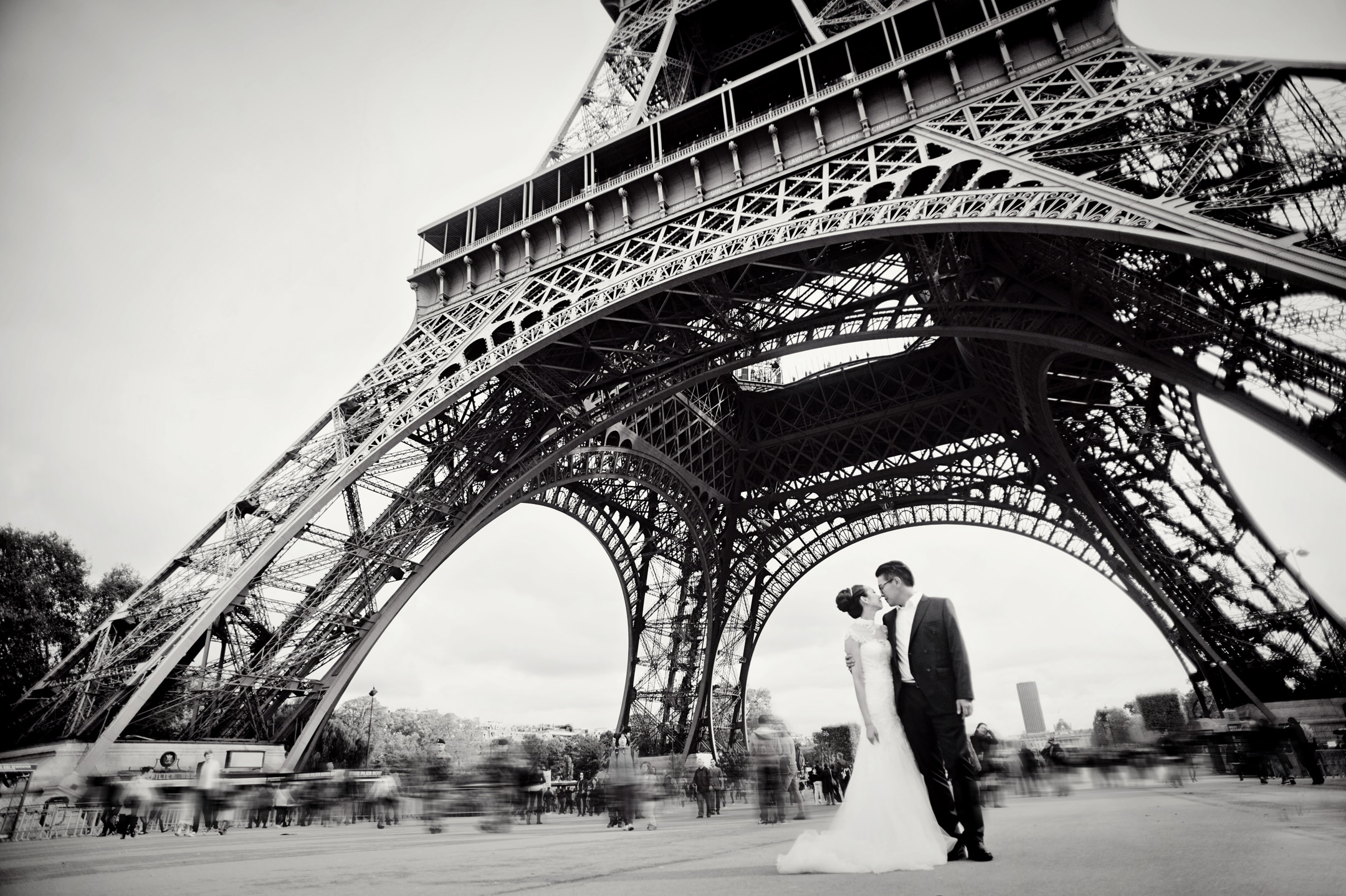 Chris_Hui_婚禮_婚紗照_pre_wedding_photography_best_014_巴黎_埃菲尔铁塔_Paris_Eiffle_Tower.jpg