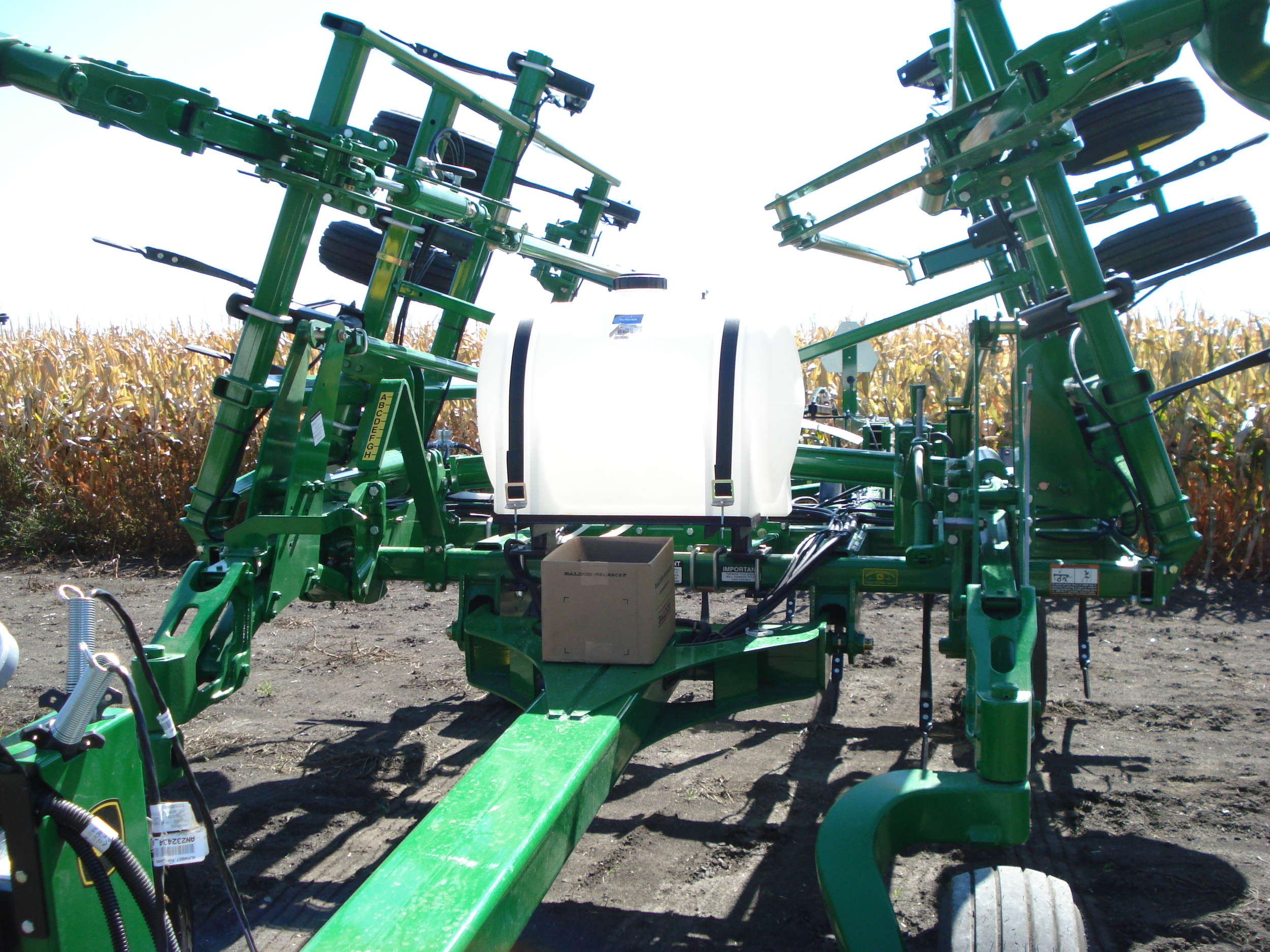 JD 2410 Chisel plow NH3 Injection 026.jpg