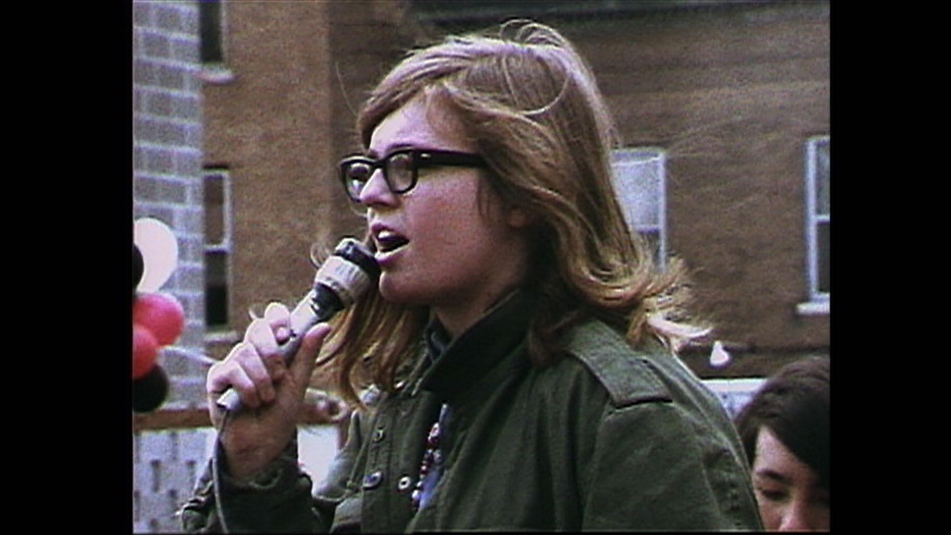 Red Barn - Ellen Pence on mic.jpg