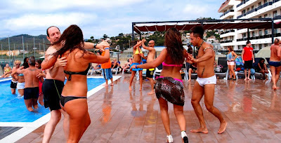 Sunday: dancing by the pool.. and in the pool!!