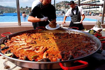 One BIG paella - tasty!
