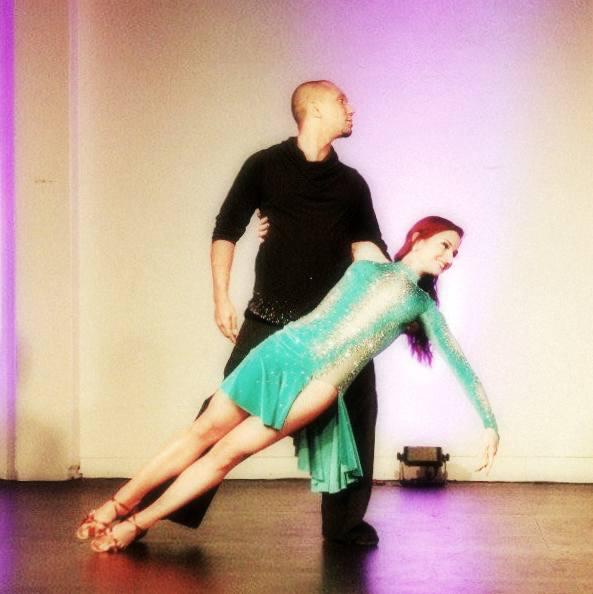 Larissa Thayane performing with her partner Kadu Pires