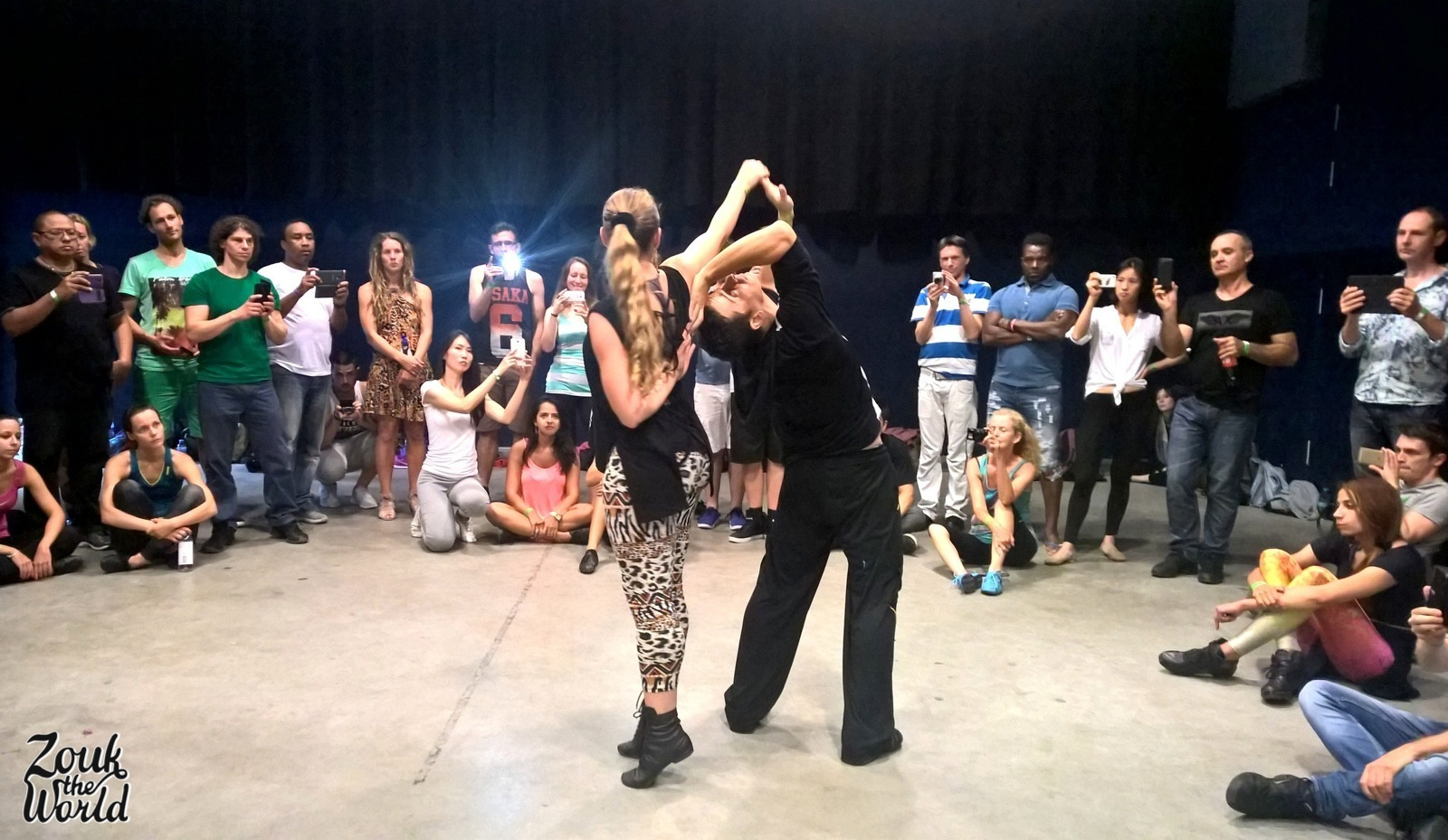 RENATA PEÇANHA &  Jorge Peres showing the routine at the end of their workshop - Hall 1