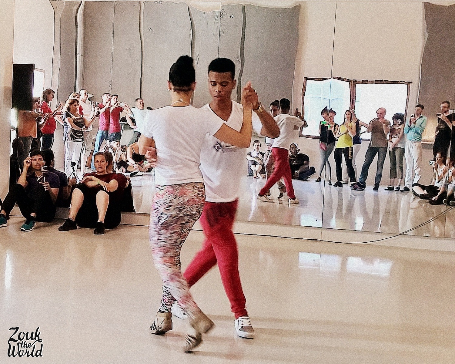 Leo Fortes &Robertinha Stephanie in full swing after their samba class - Hall 3