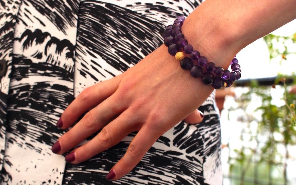 Poignet fin : 16 à 18 cm La taille régulière des poignets féminins