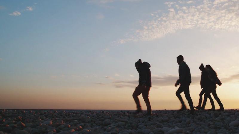 videoblocks-group-of-friends-walking-on-a-beach-at-sunset_ruquz3we2e_thumbnail-full01.png