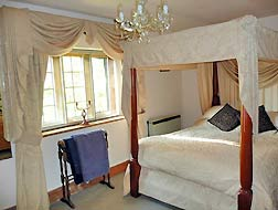 vine-four-poster-bedroom.jpg