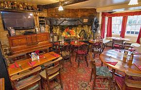 crown-and-trumpet-inn-pub-broadway-cotswolds-m.jpg