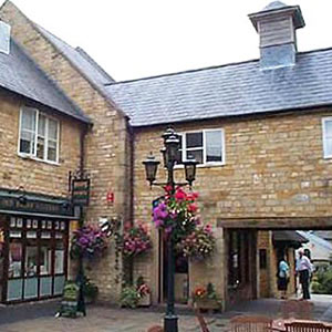 The Huntings Mews End Cottage Apartment Sleeps 4 to 5 Broadway More details...