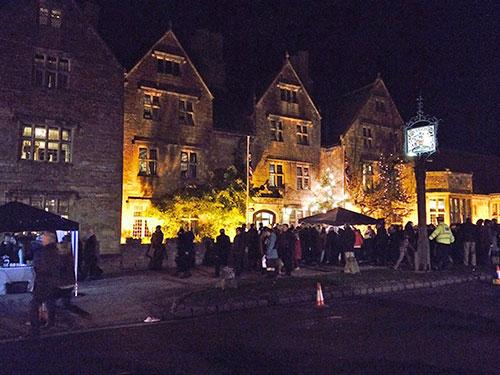 late-night-christmas-shopping-broadway-cotswolds-b.jpg
