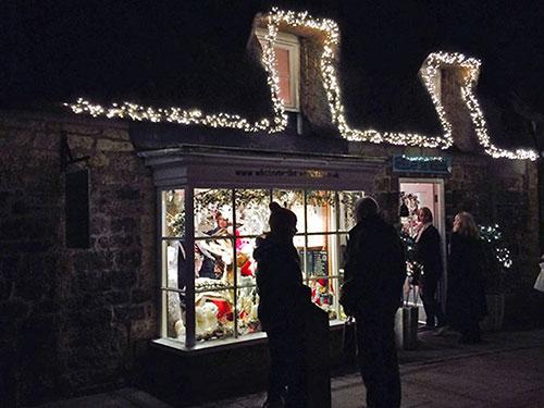 late-night-christmas-shopping-broadway-cotswolds-g.jpg