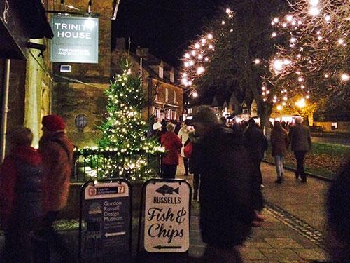 late-night-christmas-shopping-broadway-cotswolds-c.jpg