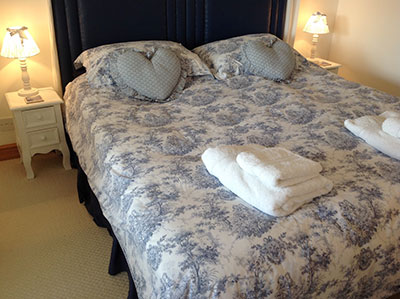 double-bedroom-tanglemere-bed-and-breakfast-murcot-turn-near-broadway-worcestershire.jpg