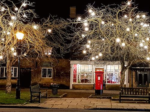 late-night-christmas-shopping-broadway-postbox.jpg