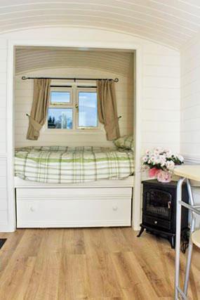 cosy-double-bed-shepherds-hut-rookery-farm-broadway-w.jpg