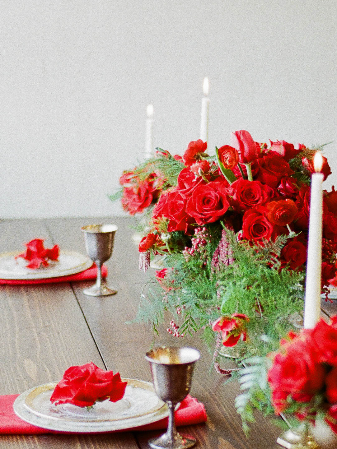 wedding table with roses