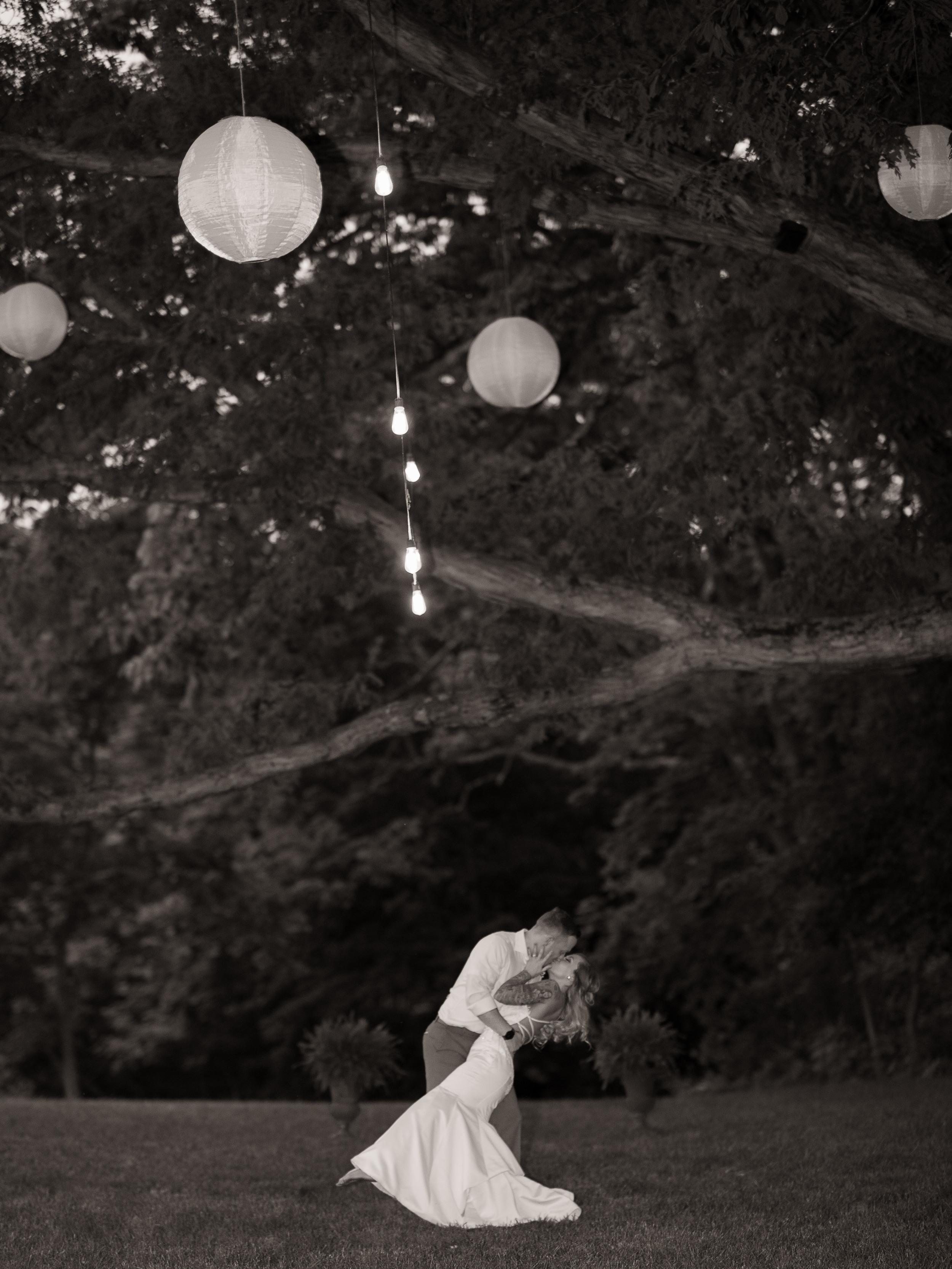 monterre vineyard wedding kiss