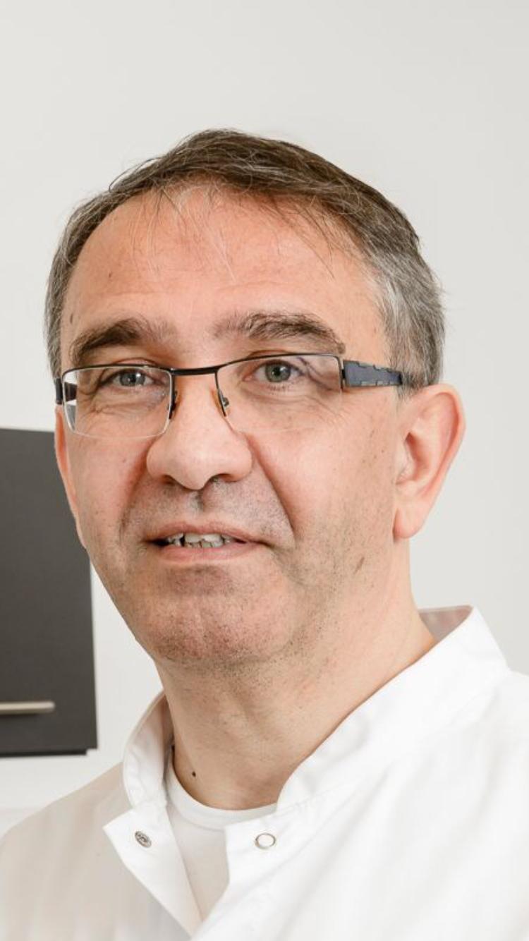 Dr. Arie Hoeksema