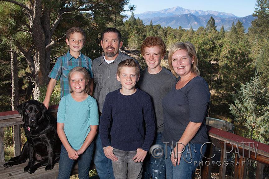 outfdoor-family-portraits-in-Colorado-Springs.jpg