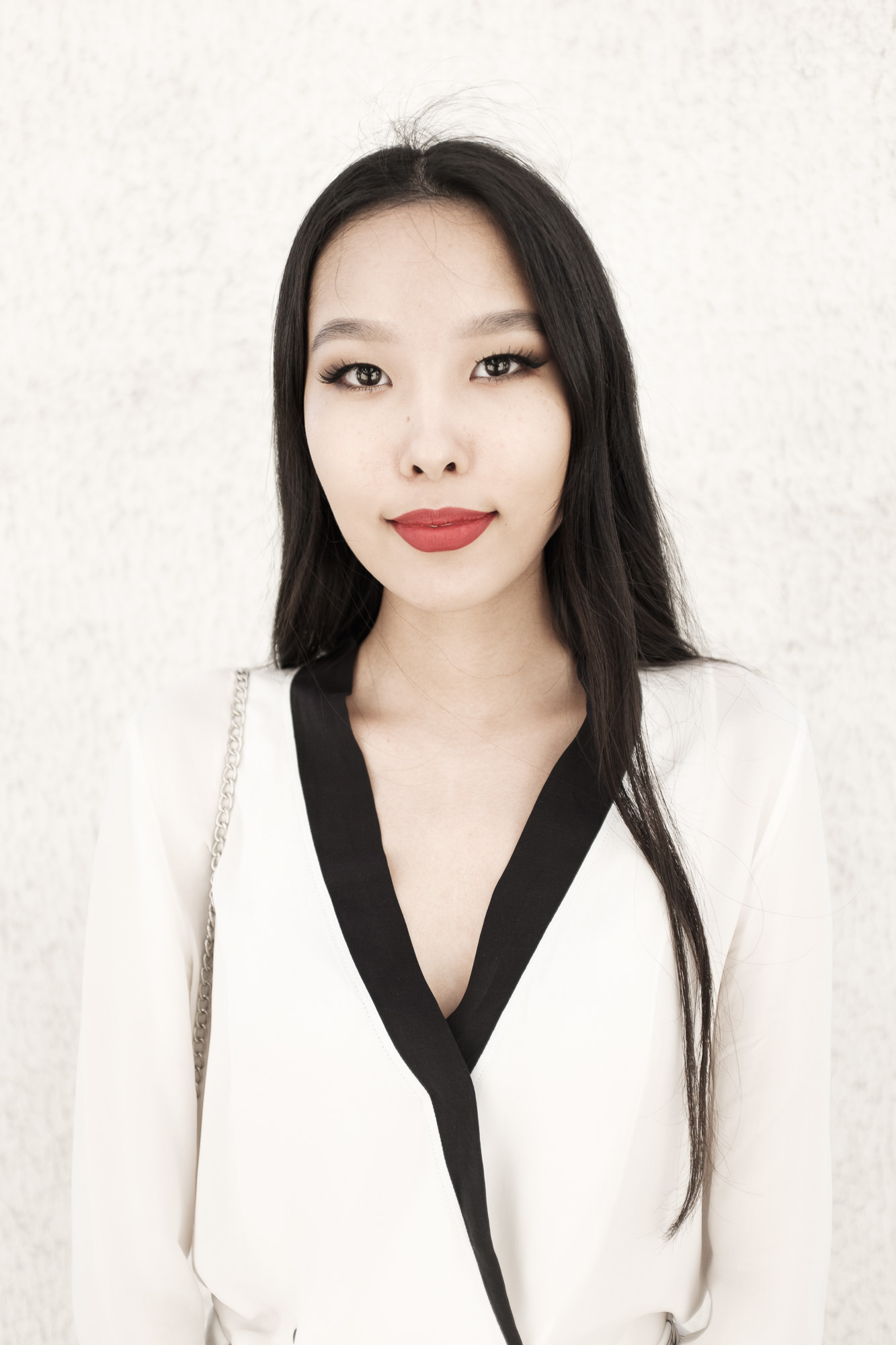 Aibina Yeshkeeva is Kazakhstan's famous fashion blogger, she lives and work in Astana.