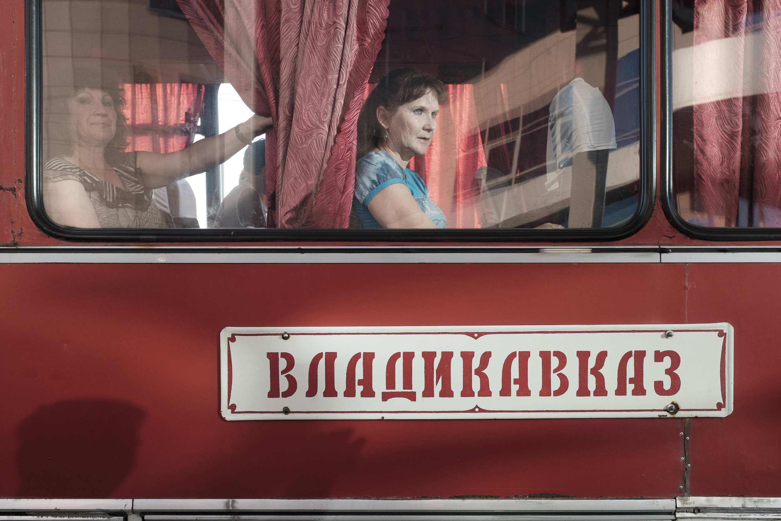 The bus from Astrakhan to Vladikavkaz was a sweat surprise for me as it is an Ikarus, made in Hungary. Nostalgy is not a comfortable thin at all, the bus was very noisy and slow. 800 km, 22 hours to North-Ossetia's capital.