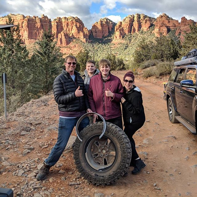 This is why you always keep a spare when you're out on the trail! Would you believe the @mickeythompsontires were still in perfect usable condition after the wheel split in half!? That's why we always equip our Jeeps with the highest quality tires! . #myejeep #MakeYourExpedition #overland #jeep #sedona #schneblyhill #offroad #4x4 #wrangler #redrocks #camping #hiking #getdirty #trail #mickeythompson #bajamtz #arizona #travelmore #optoutside