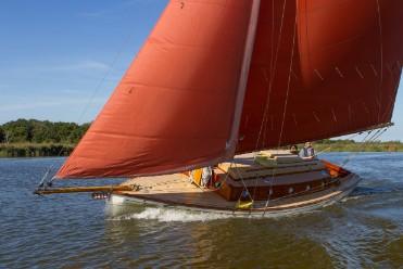 Farrinton 30' racing yacht (1).jpg